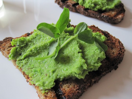 Pea spread with whole wheat bruschetta